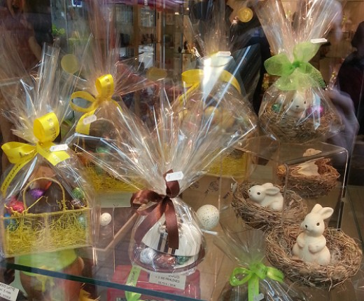 Little Easter Baskets are Decorating many Showcases of Shops.