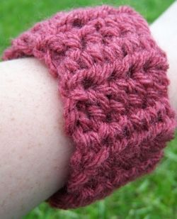 Easy crochet cuff pattern.