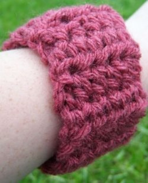 Easy crochet cuff pattern.