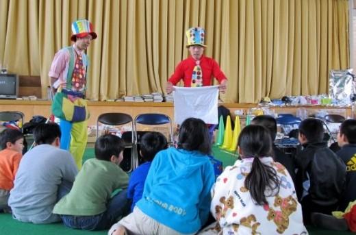 clowning around with tsunami refugee children