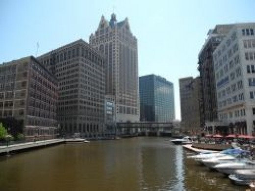 Milwaukee River City Scene