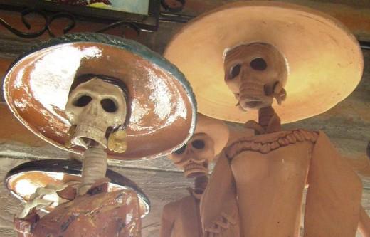 Día de los Muertos figurines