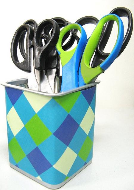 Scissors container