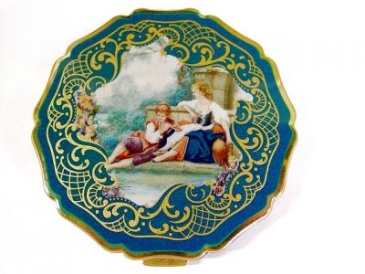 Petite Princess Style Stratton Vintage Compact, Courting Couple