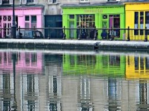 Boutiques of Canal Saint Martin (flickr)