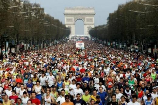 Paris Marathon - Champs Elysees (jogginginternational.net)