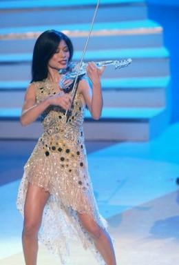 Vanessa Mae! Smokin the electric violin!