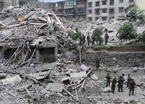 Many people were survived the earthquake, died in one of the many aftershocks that followed for days afterwards, causing unstable buildings to collapse further, and landslides to fall on roads where people were trying to escape the disaster zone.