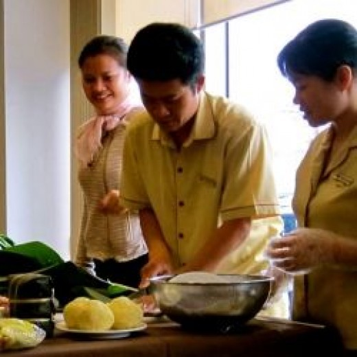 how to make chung cake Tradition of making chung cake preparing ingredients together with the process of making and cooking banh chung brings the atmosphere of the tet holiday.