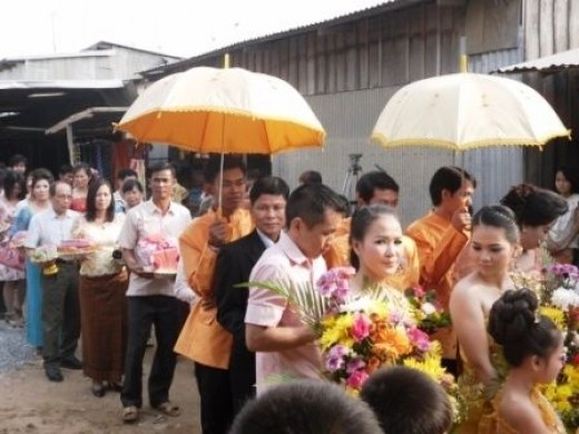 The groom's family in procession to the bride's house
