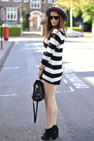 http://honeybelleworld.blogspo...