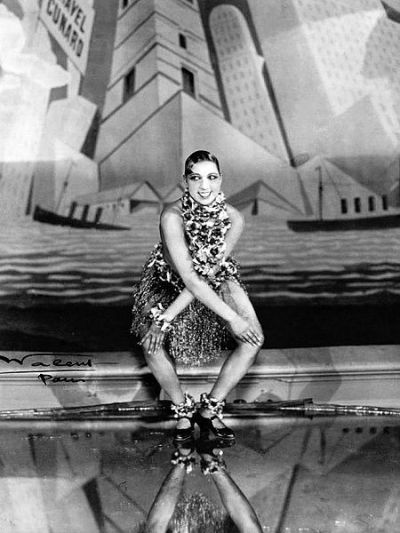 Josephine Baker dancing the Charleston (1926)