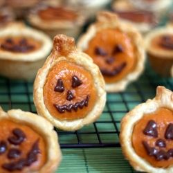 Halloween mini Pumpkin Pies