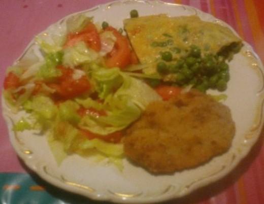 tortilla with milanesa and salad