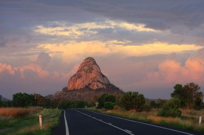 Wolfgang Peak. Peak Downs Highway