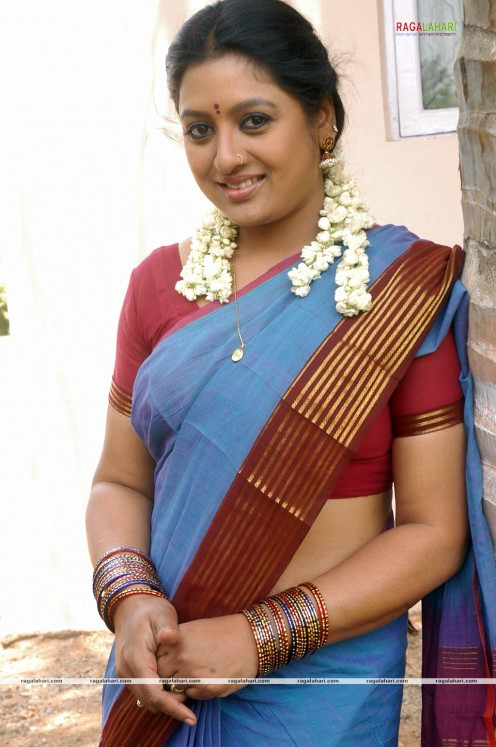 saree photos of small screen actress sana