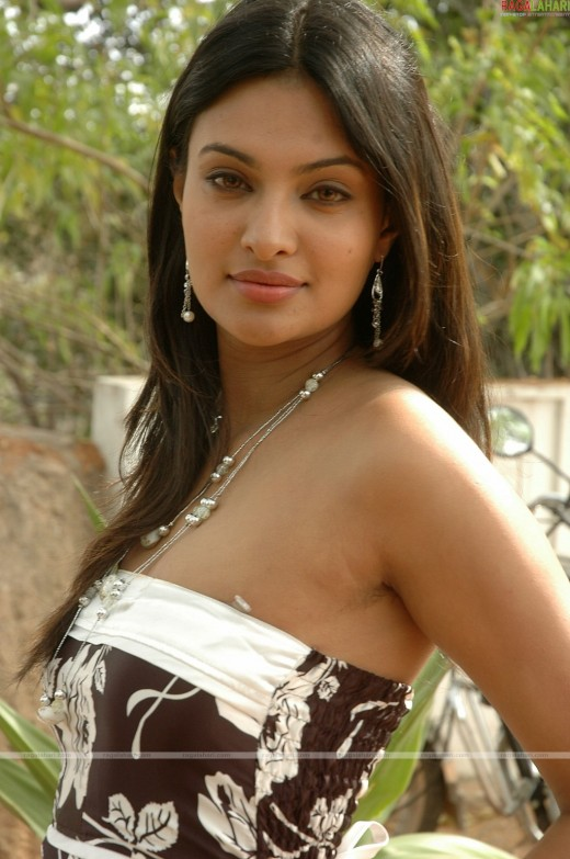 HOT ACTRESSS SAYALI BHAGAT PICTURES
