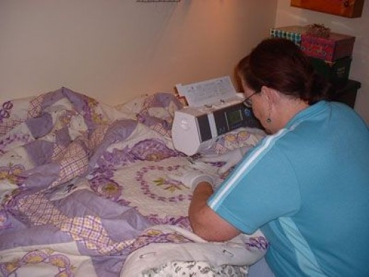 Note how the very large quilt fits in the machine?