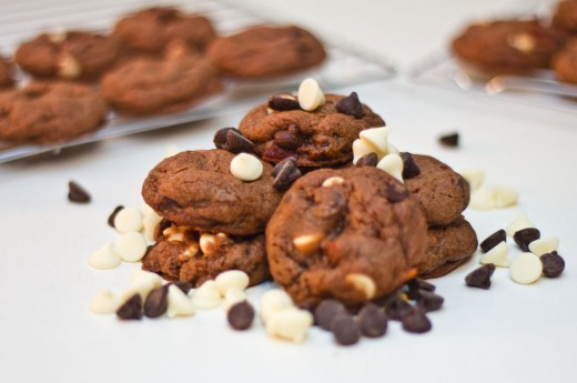 Chocolate Bacon Cookies are stuffed with white chocolate and dark chocolate chips.