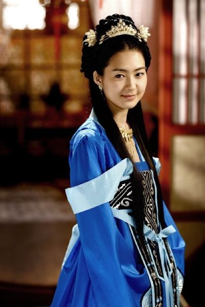 Lee Yo Won as Queen Seondeok