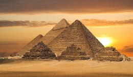 Pyramids in Giza Seven Ancient Wonders