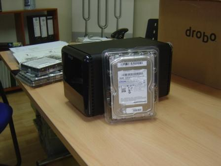 Drobo side (size compared to a SATA HDD)
