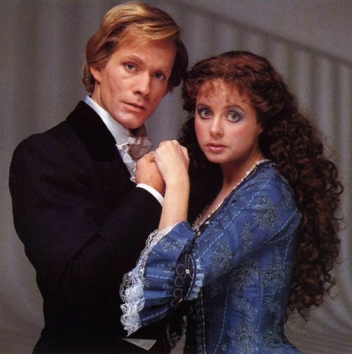 Steve Barton (Raoul, Vicomte de Chagny) and Sarah Brightman (Christine Daae)