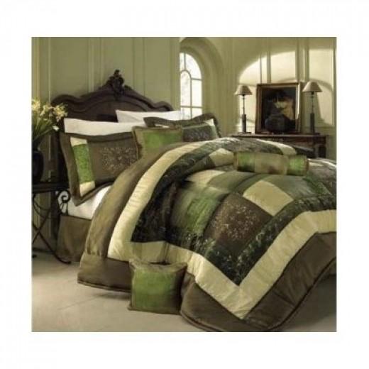 Relaxing Green Bedroom Accents