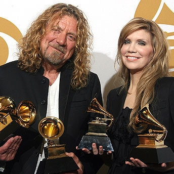 Robert Plant and Alison Krauss holding their Grammy Awards for Raising Sand