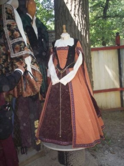 historical sewing - historical costuming