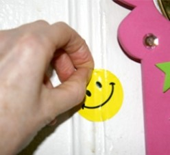 Best Tips to Remove Wall Stickers