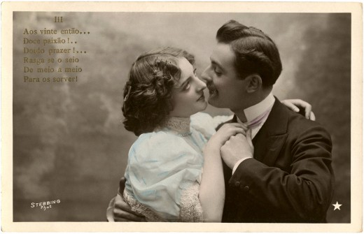 Old fashioned picture of kissing couple