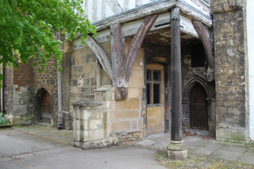 Walk past the arches and you find yourself in Palace Yard