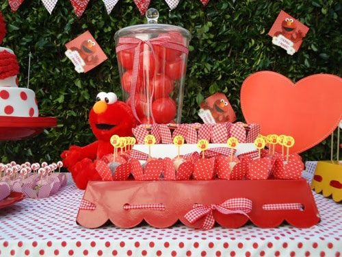 Cool Elmo Party Setup