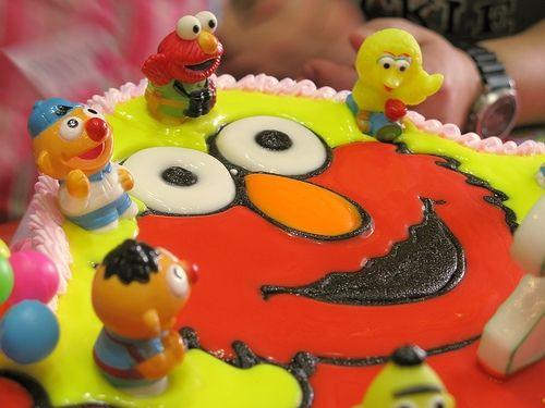 Fun Elmo cake with bath buddies - by Steel Wool http://www.flickr.com/photos/wynnie/2139164422/
