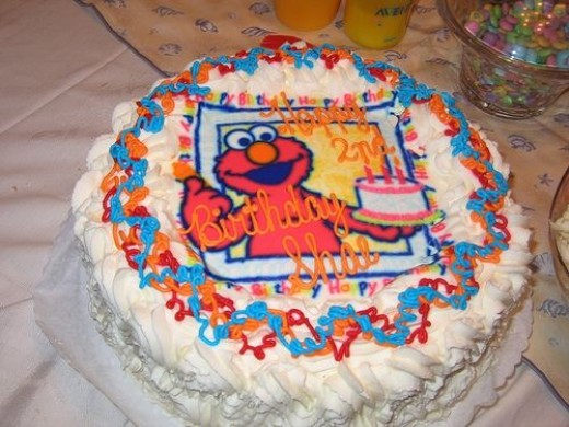 Sweet delicious Elmo cake - by Rachel Gonzales http://www.flickr.com/photos/rockle/3415169047/
