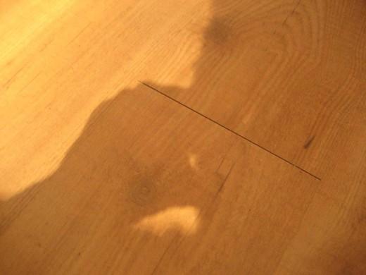 Gaps between Hardwood Laminate Flooring Boards due to Uneven Subfloor