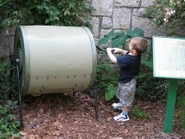 A crank operated drum compost tumbler. Photo by hoyasmeg.
