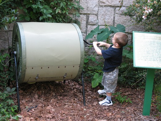 A crank operated drum compost tumbler. Photo by hoyasmeg.