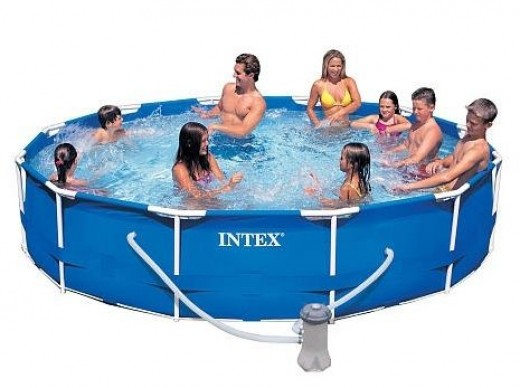 Intex Family Size Round Metal Frame Pool Set