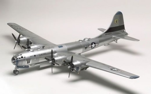 Monogram 1/48 B-29 Superfortress Airplane Model Kit