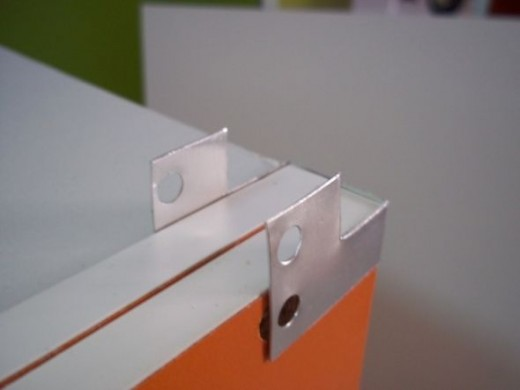 Put another board and fold it so that it is easier when it is to secure at the adjacent storage shelves