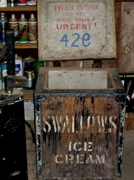 Another icebox - this one to transport icecream by train.  Note the URGENT message.  Well, yes!