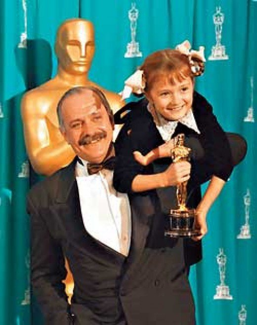 Mikhalkov carries his daughter Nadia and Oskar award
