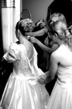 zipping-up-of-wedding-dress