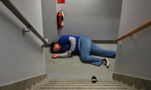 Acting Dead / Fallen Down The Stairs (Photo by Morgan / flickr.)