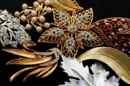 To keep it looking its best your will need to store jewelry properly.