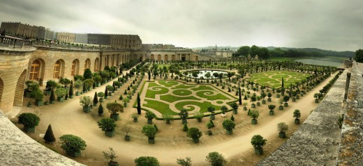 The Orangery at Versailles with Fish-eye lens http://www.flickr.com/photos/ranopamas/525142436/sizes/l/