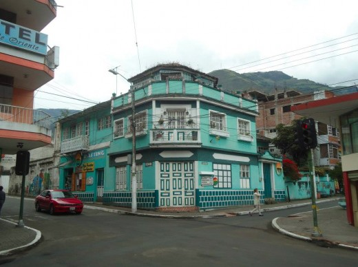 A colored house in Baños.