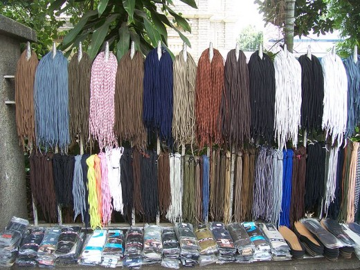 Shoelaces for sale at Avenue Road in Bangalore
